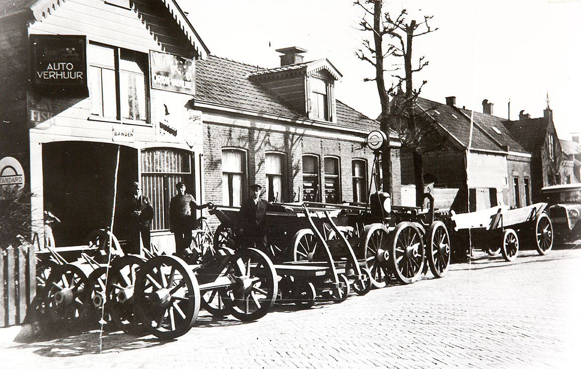 Dutch wagon manufacturer in Holland before World War II, farm to table